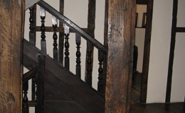 Harvard House Stratford-upon-Avon: staircase
